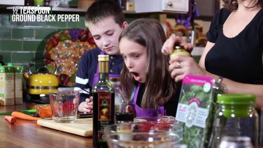 Mason Jar Salad: Recipe & Video