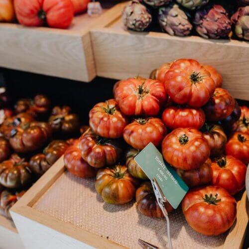 kaboompics_A fresh tomatoes assortment displayed at San Miguel Market